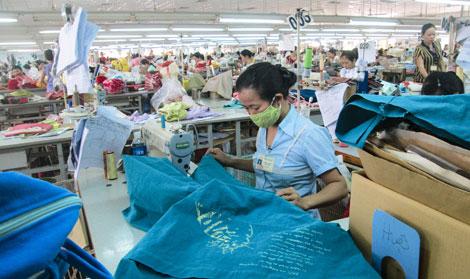 Dệt May Việt Nam sức ép cạnh tranh từ các nước láng giềng